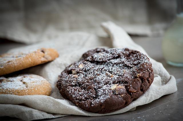 Come preparare degli ottimi biscotti vegani con cacao e nocciolo