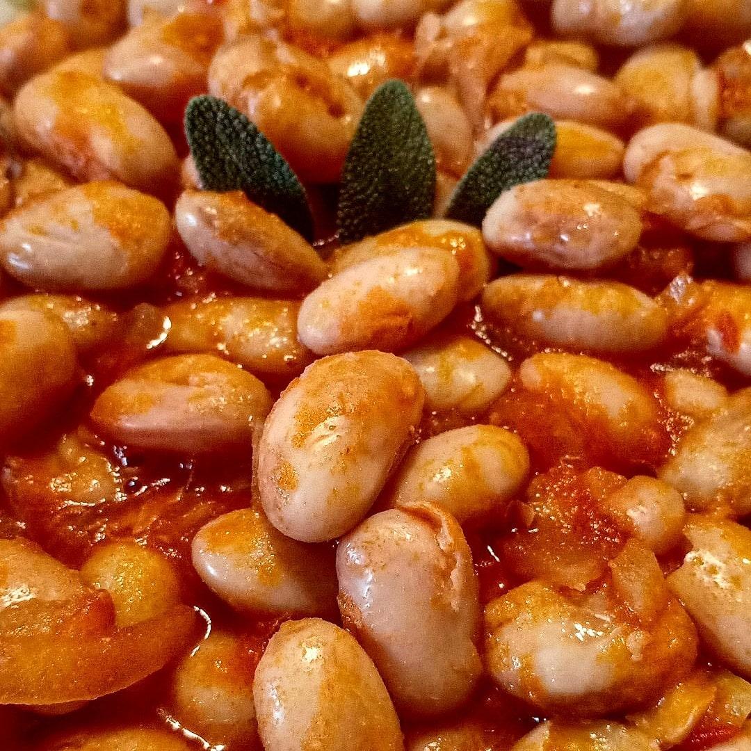 Zuppa di fagioli al pomodoro e salvia